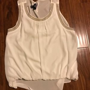 Tops - 🌸3 for $10 Beige blouse with gold studs